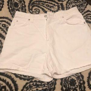 Woman's/juniors White Levi Shorts